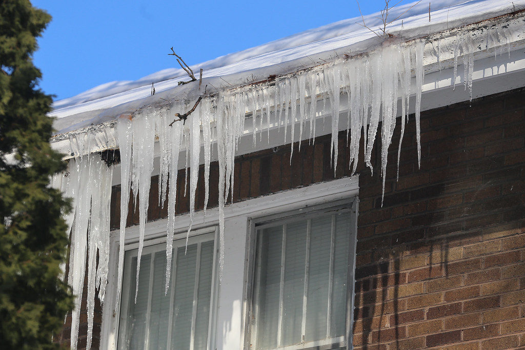prevent ice dam to make roof winter ready